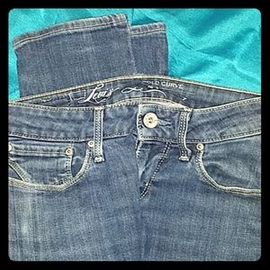 Levi Jeans Bold & Curvey say YES to the Jeans!